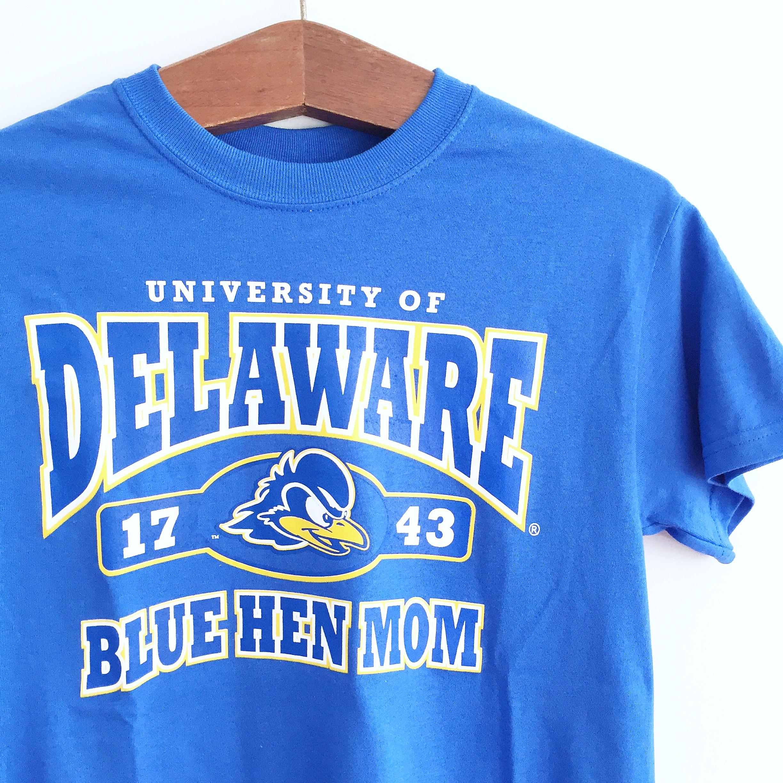 4f3358e7771 University of Delaware Mom T-shirt – Royal – National 5 and 10